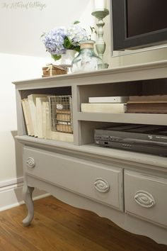 Annie Sloan French Linen chalk paint | Credenza Makeover