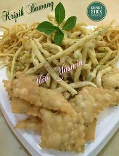 Stick Kripik Bawang by Fah Umi Yasmin 2 Food N, Food And Drink, Indonesian Desserts, Indonesian Food, Malay Food, Malaysian Food, Savory Snacks, Macaroni And Cheese, Side Dishes