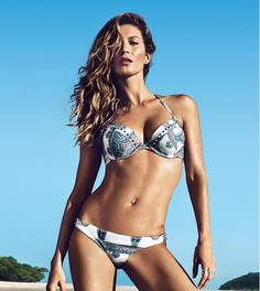 Brazilian supermodel Gisele Bundchen showing off her tight body in H&M sexy swimwear models photos H M Swimwear, Swimwear Model, Swimsuits, Bikini Models, Gisele Bundchen, Sexy Bikini, Bikini Beach, Mädchen In Bikinis, String Bikinis
