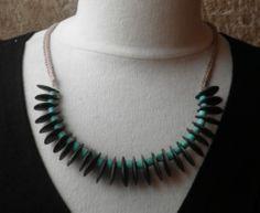 collier graines marron et perles turquoise : Collier par sisterscreations21
