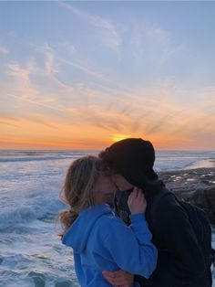 40 Couple goals Pics & bucket list for 2020 that'll make you believe in fairy tales – Hike n Dip Relationship Goals – Relationship Goa