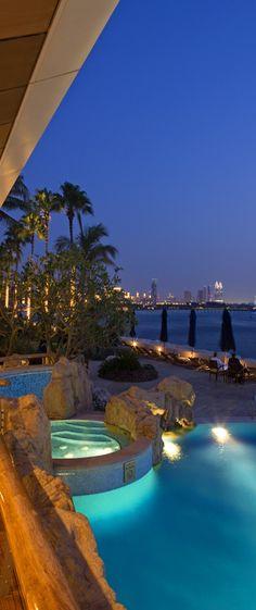 Night view of the pool at Burj Al Arab Dubai ~ ღ Skuwandi Dubai Travel, Luxury Travel, Vacation Places, Dream Vacations, Resorts, Dubai Holidays, Modern Pools, Applis Photo, Beautiful Pools