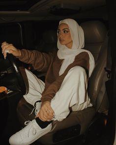 Modest Fashion Hijab, Street Hijab Fashion, Modesty Fashion, Casual Hijab Outfit, Cute Casual Outfits, Iranian Women Fashion, Arab Fashion, Muslim Fashion, Mode Outfits