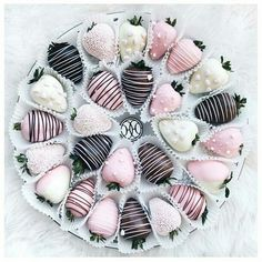 Image about pink in food  by Raz kamaran on We Heart It #yummy #pink #chocolate #strawberries #food #classy #strawberry #chicedables #pink #chocolate #instafollow #love #FF #yummy #food