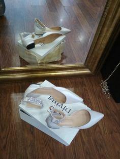 Χειροποίητα νυφικά παπούτσια Flat Divina σε μυτερή φόρμα Bridal Shoes, Wedding Shoes, Stella Mccartney Elyse, Footwear, Wedges, Flats, Sneakers, Fashion, Boyfriends