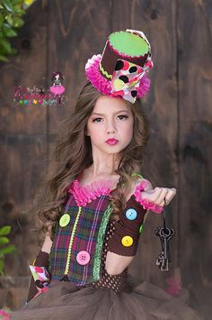 Mad Hatter coordinating hat by SofiasCoutureDesigns on Etsy Mad Hatter Costumes, Candy Costumes, Cute Costumes, Family Costumes, Fairy Costume Kids, Halloween Costumes For Kids, The Hatter, Barrette, Costumes Japan