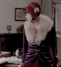 Miss Phryne Fisher 30s Fashion, Timeless Fashion, Vintage Fashion, Womens Fashion, Miss Fisher, Fisher Fc, Fishers Hat, 20s Mode, Roaring Twenties