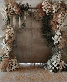 ✨✨✨ Wedding inspiration today: modern and romantic! You just must lose your heart to this wedding arch! Floral Wedding, Fall Wedding, Rustic Wedding, Wedding Ceremony, Wedding Flowers, Dream Wedding, Neutral Wedding Decor, Bouquet Wedding, Bridal Bouquets