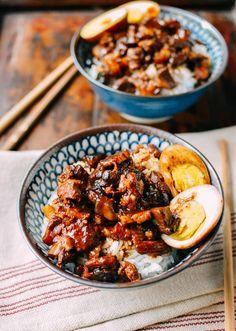 Lou Rou Fan (Taiwanese Braised Pork Rice Bowl) Food Recipe Asian Share and enjoy! Chinese Pork Belly Recipe, Pork Belly Recipes, Braised Pork Belly, Asian Recipes, Ethnic Recipes, Hawaiian Recipes, Indonesian Recipes, Taiwanese Cuisine, Asian Cooking