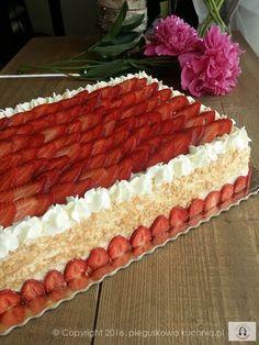 tort z frużeliną, frużelina truskawkowa, przepis na frużelinę, tort truskawkowy, ciasto truskawkowe, ciasto z truskawkami