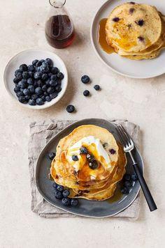 ブルーベリーを使ったパンケーキにはハニーとクリームもトッピング。