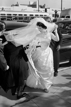 Royal Wedding Gowns, White Wedding Dresses, Bridal Gowns, Helen Rose, Grace Kelly, Kate Middleton, Meghan Markle, Audrey Hepburn, Princesa Margaret