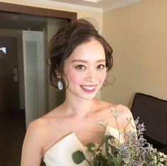 ブライダルヘア in 2020 Bridesmaid Hair Flowers, Flowers In Hair, Engagement Hairstyles, Bride Hairstyles, Wedding Costumes, Wedding Styles, Wedding Ideas, Wedding Makeup, Bridal Style