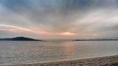 2015/03 /16 6:46 早朝の博多湾、能古島(のこのしま)の島影です。 Cloudy morning  at  Hakata bay in Japan
