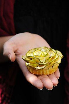 Dorian cuisine.com Mais pourquoi est-ce que je vous raconte ça... : Mini-tartelettes aux roses de courgettes et au Chavroux, parce que le printemps arrive enfin!