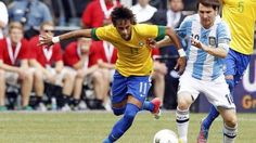 Futebol, paixão nacional (Neymar e Messi).