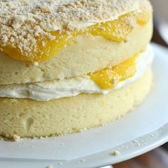 """🍋Bolo Torta de Limão!🍋 Um dos meus favoritos de todos os tempos!!! 😋 Bolinho macio, recheado com Creme de Limão (já tem receita dele, lembram?) e creamcheese! E Ainda vai uma farofinha de biscoito maria  em cima pq a gente merece!😂 👉Olha a receita aí: *  INGREDIENTES: * 250g de manteiga em temperatura ambiente * 3 xícaras de farinha de trigo * 2 limões sicilianos (suco e raspas) * 3 colheres de """"caldo"""" de gengibre (é só ralar grosso e espremer com a mão!) * 1 colher de chá de fermento…"""