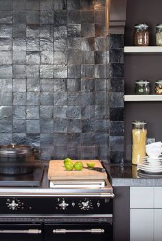 Kitchen backsplash ideas that will brighten and modernize your kitchen. with cabinets, diy for big and small kitchen - white or dark cabinets, tile patterns Kitchen Interior, New Kitchen, Kitchen Dining, Kitchen Decor, Kitchen White, Kitchen Black Tiles, Turquoise Kitchen, Vintage Kitchen, Black Kitchens