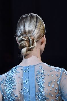 View all the photos of the beauty & make-up at the Elie Saab haute couture fall 2014 showing at Paris fashion week. Braided Bun Hairstyles, Wedding Hairstyles, Cool Hairstyles, Hairstyle Ideas, Bun Updo, Hairstyles 2016, Bridal Hair Inspiration, Runway Hair, Elie Saab Fall