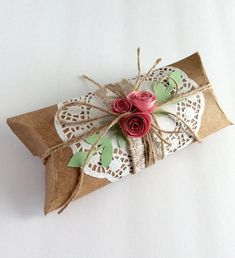 Set of Party favor pillow box, Custom made large size pillow box. Christmas Gift Wrapping, Handmade Christmas, Christmas Cards, Diy Gift Box, Wedding Favor Boxes, Pillow Box, Handmade Pillows, Xmas Crafts, Jewelry Packaging