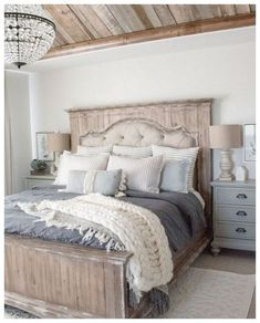 56 Best Farmhouse Bedroom Furniture Design Ideas And Decor - Home Decoration Stylish Bedroom, Shabby Chic Bedrooms, Modern Bedroom, Contemporary Bedroom, Farmhouse Bedroom Furniture, Bedroom Furniture Design, Farmhouse Decor, Farmhouse Style, Vintage Bedroom Furniture