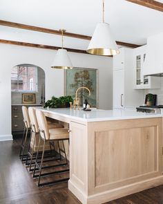 "Jean Stoffer on Instagram: ""So much goodness in one swipable shot!  The #jsdpaintedbrick kitchen/butler's pantry/eating banquette/living room situation is modern small…"" Kitchen Post, New Kitchen, Brown Kitchens, Home Kitchens, Small Kitchens, Fixer Upper, Neutral Kitchen Designs, Kitchen Interior, Kitchen Decor"
