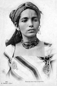 Africa | Woman from the south.  Algeria.  Post stamped 1903 || Vintage postcard; collection J Geiser.  No 321.