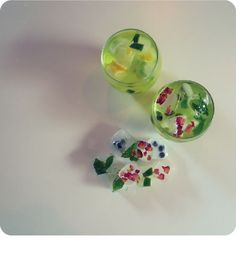 #SparkleInspiration #flowericecubes #collagen peptides #infusedwater #fruiticecubes #pretty #drinkablebeauty #partyidea