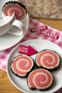 Beautiful spiral swirl cookies - feed your baking and sprinkle fetish with Cakeboule Uk Recipes, Baking Recipes, Cookie Recipes, Köstliche Desserts, Delicious Desserts, Yummy Food, Fun Cookies, Cupcake Cookies, Cupcakes
