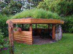 Græs på taget til redskabsskur