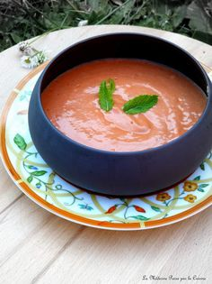 Gaspacho de tomates à la menthe Gaspacho Recipe, Gourmet Recipes, Healthy Recipes, Vegetable Salad, Food Print, Thai Red Curry, Entrees, Natural Remedies, Food And Drink
