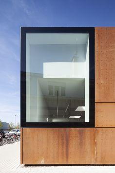 City Library Bruges / Studio Farris Architects. Photograph by Tim Van de Velde