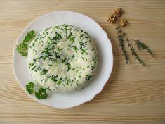 Lépésről lépésre: így készül a házi sajt kert fűszereivel