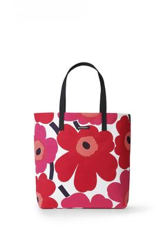 Marimekko Unikko Red Silja Shopper Bag Be smart and stylish while running errands by having the Marimekko Unikko Red Silja Shopper Bag in hand or on your shoulder. The cotton canvas bag is an eco-friendly alternative to a bouquet of pl. Marimekko Bag, Cotton Tote Bags, Reusable Tote Bags, Valentino Resort, Shopper Bag, Fall Trends, Bago, Red And Pink, Pink White