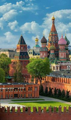 Москва, Кремль. Beautiful Castles, Beautiful Places, Great Places, Places To Go, Ukraine, Unusual Homes, Town And Country, Europe, Countries Of The World