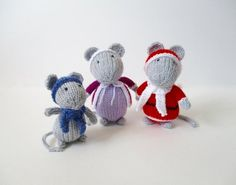This little mouse family love to celebrate Christmas. With this pattern you can knit Santa Mouse, Mrs Mouse and Baby Mouse. Find this pattern and more knitting inspiration at LoveKnitting. Arm Knitting, Double Knitting, Christmas Knitting Patterns, Crochet Patterns, Origami, Small Knitting Projects, Christmas Crafts, Crochet Christmas, Christmas Stuff