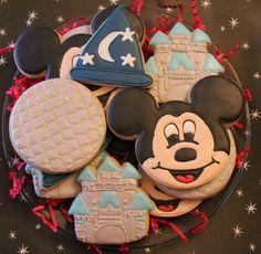 mickey, sorcerer hat, epcot, castle cookies via http://www.flickr.com/photos/cookiequeenofalabama/