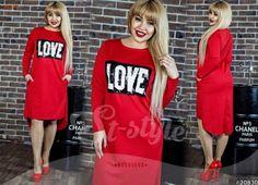 Модное женское платье трикотажное ровного кроя с пайетками и карманами красное