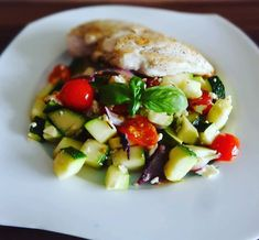 Teplý zeleninový šalát s balkánskym syrom - fooderka.sk Cobb Salad, Food, Meal, Essen, Hoods, Meals, Eten