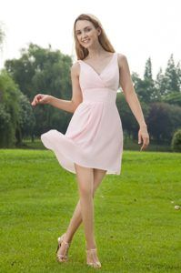 Elegant V-neck Chiffon Mini-length Dama Quinceanera Dress in Baby Pink