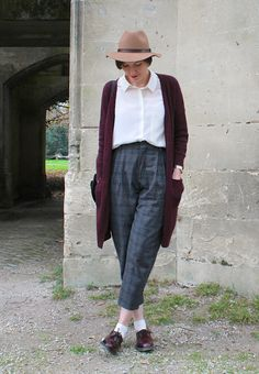 Boyish outfit with hight waisted pants and dr martens #highwaist #retrostyle #vintage #drmartens