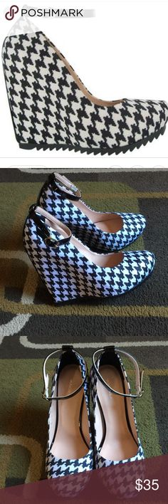 "Andrea wedge shoes🖤 NWOT🖤 houndstooth print wedges🖤 synthetic materials 🖤 made in Mexico🖤heel measures approx 5"" Andrea Shoes Wedges"