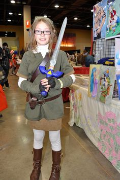 Cute new female Link cosplayer at Comicon-61 by PhoenixComicon