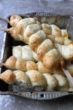 Norwegian Food, Outdoor Food, Piece Of Bread, Recipe Boards, No Bake Treats, Sugar And Spice, Finger Foods, Nom Nom, Sausage