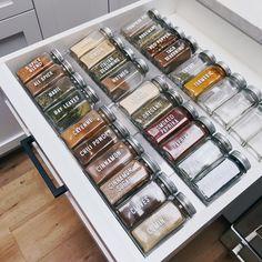 Kitchen Organization Pantry, Spice Organization, Home Organisation, Kitchen Storage, Organized Pantry, Organization Ideas For The Home, Home Decor Ideas, Smart Kitchen, Bedroom Organization