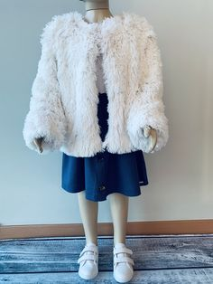 Roupa infantil loja online Shorts E Blusas, Neoprene, Chiffon, Ideias Fashion, Fur Coat, Jackets, Shirred Dress, Jumpsuit With Sleeves, Fur Coats