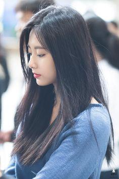 18/10/16 김포공항 #트와이스 #쯔위 #TWICE #TZUYU Kpop Girl Groups, Kpop Girls, Korean Beauty, Asian Beauty, Korean Girl, Asian Girl, Prity Girl, Tzuyu Twice, Stylish Girl Pic