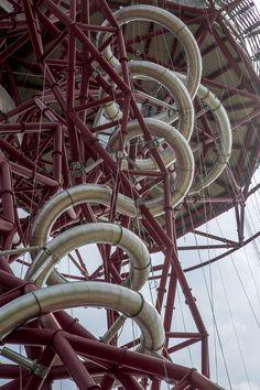 ロンドンオリンピックを記念した、巨大タワーの滑り台が今月オープン