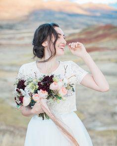 #weddingflowers #flowers #bride #countryside #inspo #isaidyes #floraldesign #weddingdetails #romanticplace #weddingblog #dreamwedding #mrandmrs #dream #weddingtime