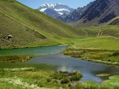Mendoza , Argentina . Laguna Los Horcones . Al fondo , se yergue majestuoso el Aconcagua . . .